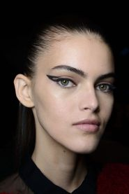 236c171daeed9f03ff7ad9500fe3ec86-retro-eyeliner-eyeliner-ideas