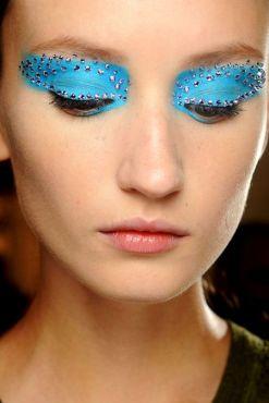 8d08d1cd028ae919b8081a8be41179a2-blue-eye-makeup-blue-eyeshadow
