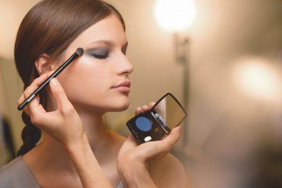 chanel-2018-mecc81tiers-dart-show-makeup-e1513067588765