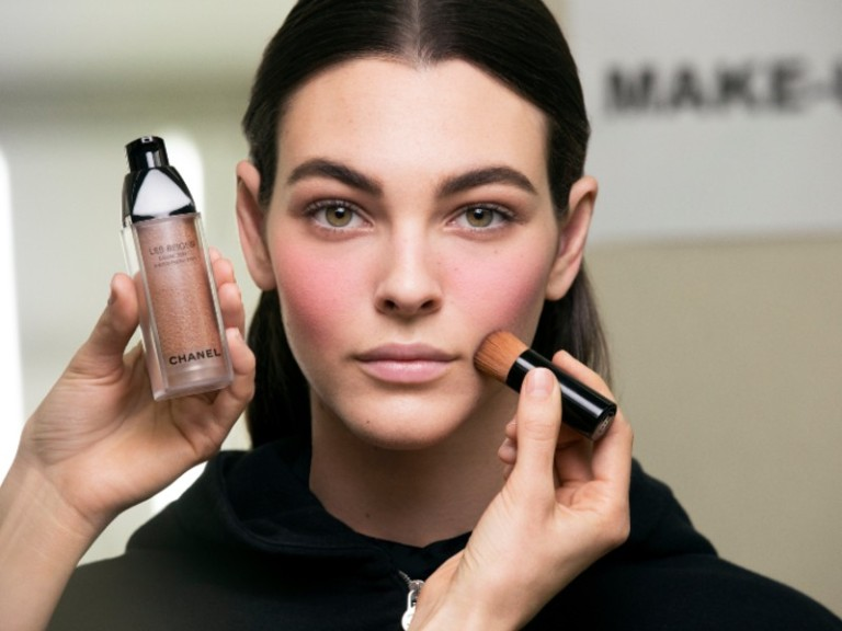 fashion-beauty-chanel-fall-winter-2019-runway-makeup-every-single-product-lucia-pica-makeup-elle-singapore-5-les-beiges-eau-de-tint