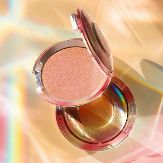 becca-own-your-light-shimmering-skin-perfector-highlighter